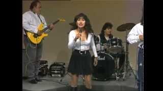 """getlinkyoutube.com-Lynda V. and The Boys - """"Acurrucadita"""" y """"Detengan el tiempo"""""""