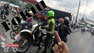 getlinkyoutube.com-Piques De Moto + Mujeres + Policía + Aventura + Esmad | ToroMotos