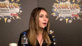 "getlinkyoutube.com-Alycia Debnam Carey on ""Lexa deserved better"" & ""Love is Love"""