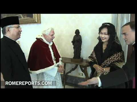 Pope welcomes Budiarman Bahar  the new Indonesian Ambassador to the Vatican