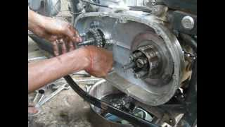 getlinkyoutube.com-Royal enfield bullet engine disassembly