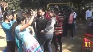 getlinkyoutube.com-लडकियों का लूंगी डांस
