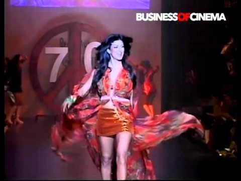 Sushmita Sen's sexy ramp walk on Dum Maaro Dum for Salman Khan's Being Human Fashion Show