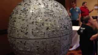 getlinkyoutube.com-Giant LEGO Death Star - 5 Foot Diameter Death Star Model!