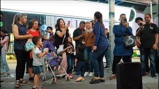 Lagi syantik,goyang lagi nurul feat redeem buskers,pelancong indonesia happy sekali