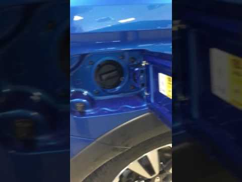 Как открывается лючок бензобака на новой Lada Vesta SW Cross Exclusive
