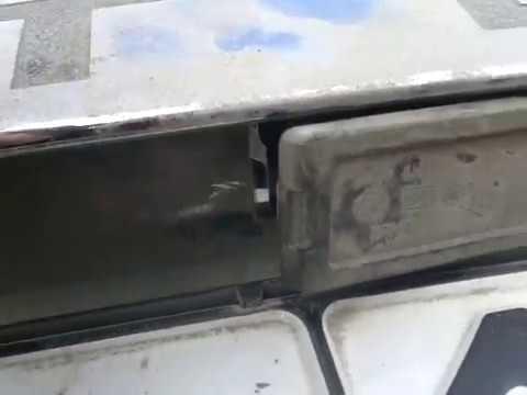 Рено Дастер замена лампочки подсветки номера.