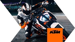 getlinkyoutube.com-KTM 1290 SUPER DUKE R - push the limit | KTM