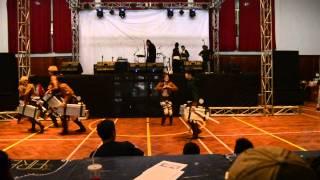 getlinkyoutube.com-Shingeki no Kyojin Cabaret Cosplay + Shinhwa This Love dance UKJK