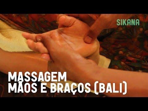 Fazer uma massagem das mãos e dos braços com óleo - Bali