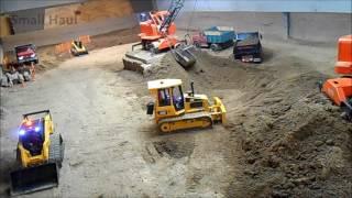 getlinkyoutube.com-RC machines moving dirt