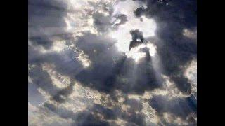 getlinkyoutube.com-La Cara de Jesus Aparece en las Nubes, Arriba de la Cruz
