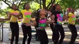 getlinkyoutube.com-These Little girls can get down-MoorUneque  Performs at the Dallas City Arts Festival 5/8/20