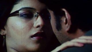 getlinkyoutube.com-Anjali kisses Sundar C - Aayudham Seivom
