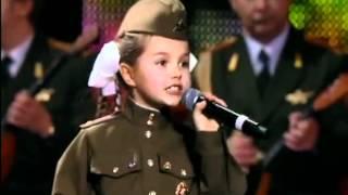 "getlinkyoutube.com-""Катюша"" Валерия Курнушкина и хор имени Александрова"