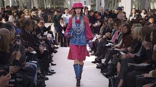 getlinkyoutube.com-Fall-Winter 2016/17 Ready-to-Wear CHANEL Show