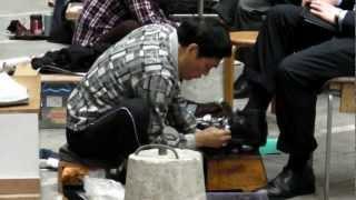 getlinkyoutube.com-Hong Kong Shoe Shine at Work