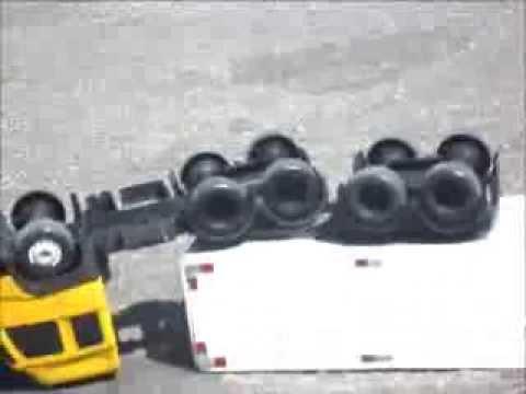 fh 420 de brinquedo dando quebrada de asa