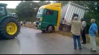 getlinkyoutube.com-camion fuori strada vicino alla soccam