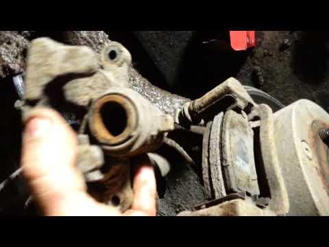 Где находятся в Toyota Verso колодки ручника