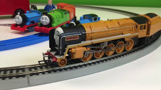 getlinkyoutube.com-Hornby Murdoch Locomotive OO/HO Gauge Electric Train Thomas and Friends