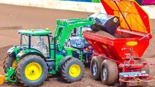 getlinkyoutube.com-Fantastic modified RC tractor trailer in incredible 1/32 scale!