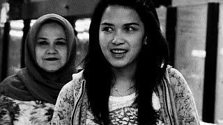 getlinkyoutube.com-Ibunda Dinda Kanya Dewi Meninggal Dunia - Seleb On Cam 11 Desember 2014