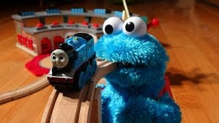 getlinkyoutube.com-Cookie Monster Count' n Crunch with Thomas the Train