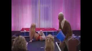 Jackass Presents Bad Grandpa - Scène des Mini miss!