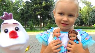 getlinkyoutube.com-Алиса гуляет в парке и на детской площадке для детей Entertainment for children in the Park
