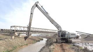 getlinkyoutube.com-Liebherr 942 Long Reach Excavator - Dredging Canal