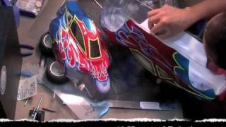 getlinkyoutube.com-Airbrushing RC Shells Truggy Buggy Tribal Flames