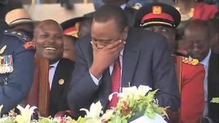 getlinkyoutube.com-Uhuru Caught On Camera Singing To Sauti Sol's 'Sura Yako'