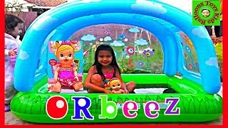 getlinkyoutube.com-ORBEEZ Bath with BABY ALIVE Doll Paddling Pool Super Fun Bath Time Kids Balloons and Toys