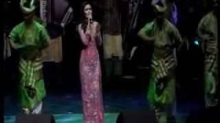 getlinkyoutube.com-Siti Nurhaliza @ Royal Albert Hall - Medley  ( Cindai, Mahligai Permata, Ya Maulai )