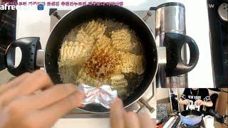 getlinkyoutube.com-파투[호기심먹빵] 뿌셔뿌셔를 끓여먹으면?! Food Special Menu