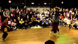 getlinkyoutube.com-Bgirls Ayumi & Narumi vs Bboys Morris & Gravity @ Raw Circles 2011