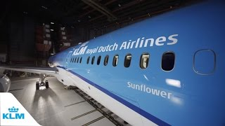 getlinkyoutube.com-Unboxing the new KLM Boeing 787 Dreamliner