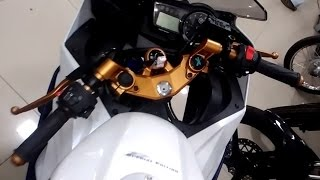getlinkyoutube.com-Yamaha r15 version 2.0  white color with gold finishing on | handle | clutch | suspension rods