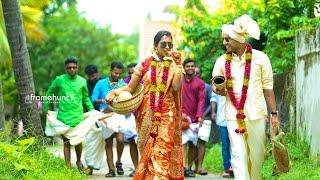 getlinkyoutube.com-A Rocking Hindu Wedding Unnikrizhnan + Aparna By Framehunt