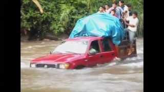 getlinkyoutube.com-Cruzando ríos -  PERU