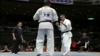 getlinkyoutube.com-Kyokushin -  Feitoza vs Petas