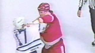 getlinkyoutube.com-Bob Probert vs Wendel Clark Round 2 Dec 9, 1992