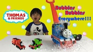 getlinkyoutube.com-Thomas GO Bubbles Fun Activity for Kids Bubble Playtime Bubble Machines Thomas and Friends