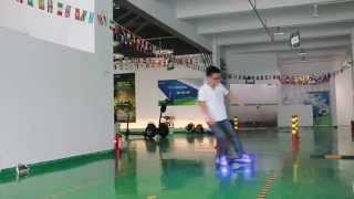 getlinkyoutube.com-Professional Two Wheel Smart Self-balancing Electric Mini Scooter Solo Personal Transporter