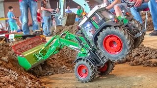 getlinkyoutube.com-RC tractor AMAZING! R/C front loader Fendt with crazy details! Nice ACTION!