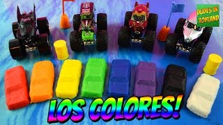 getlinkyoutube.com-Aprende los colores con camiones monstruos // Learn Spanish colors with monster truck play doh
