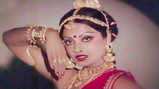 getlinkyoutube.com-Aai Karke Shringar - Rekha, Lata Mangeshkar, Do Anjaane Song