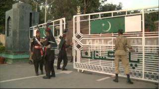 getlinkyoutube.com-Pakistan-India border guards perform dance off near Lahore