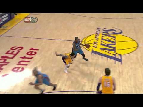 Kevin Durant big dunk on Pau Gasol (Mar 29, 2012)